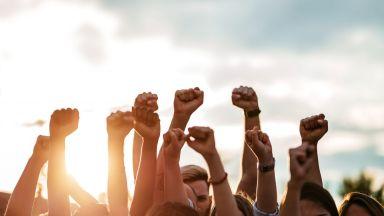 Киноиндустрията пред срив: За първи път в историята ѝ служителите зад камера стачкуват