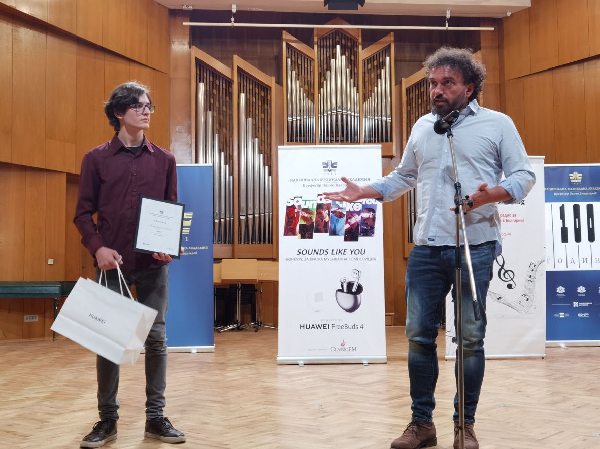Петър Дундаков с носителя на Първа награда на журито - Александър Иванов
