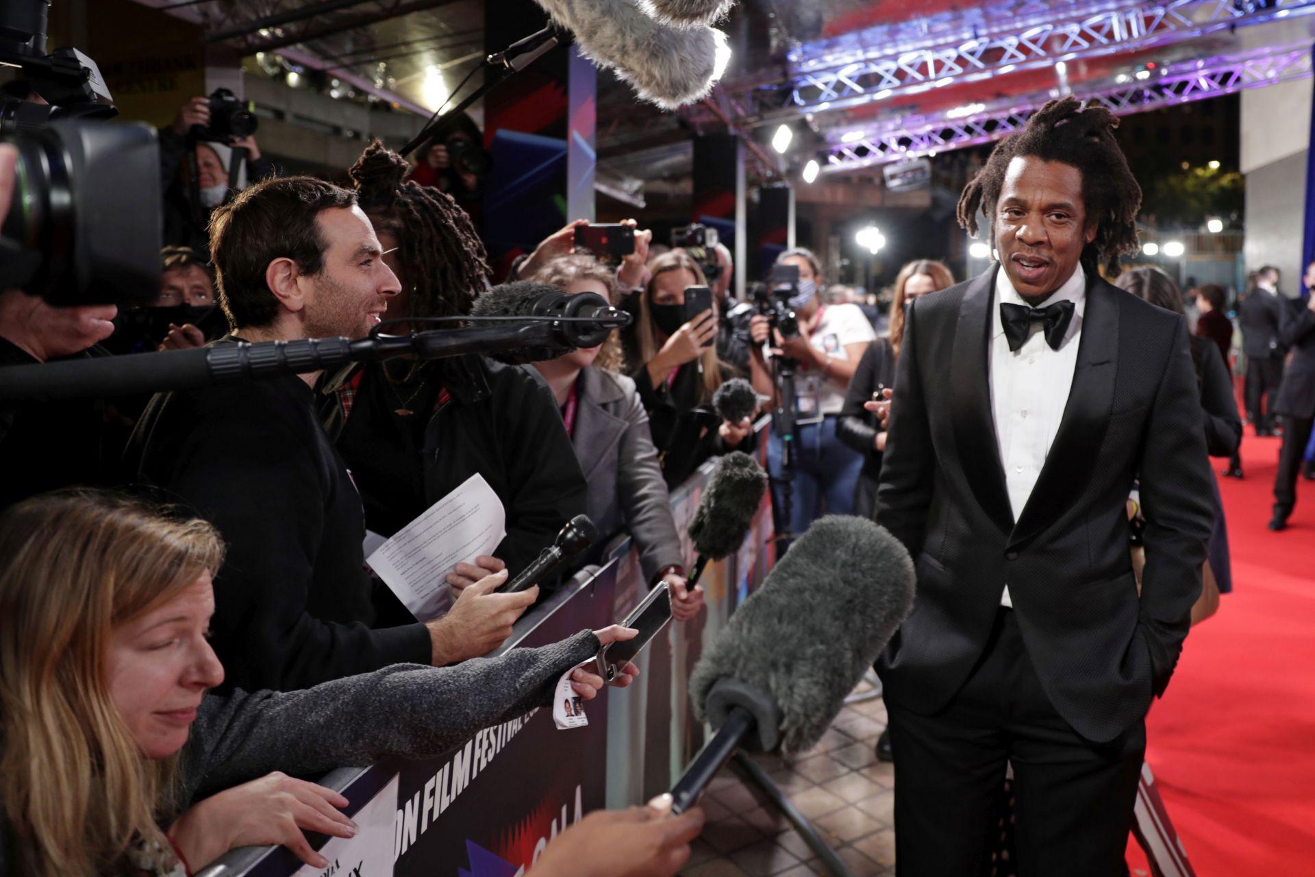 """Шон Картър, известен още като Jay -Z, присъства на световната премиера на """"The Harder They Fall"""" , на който е продуцент"""