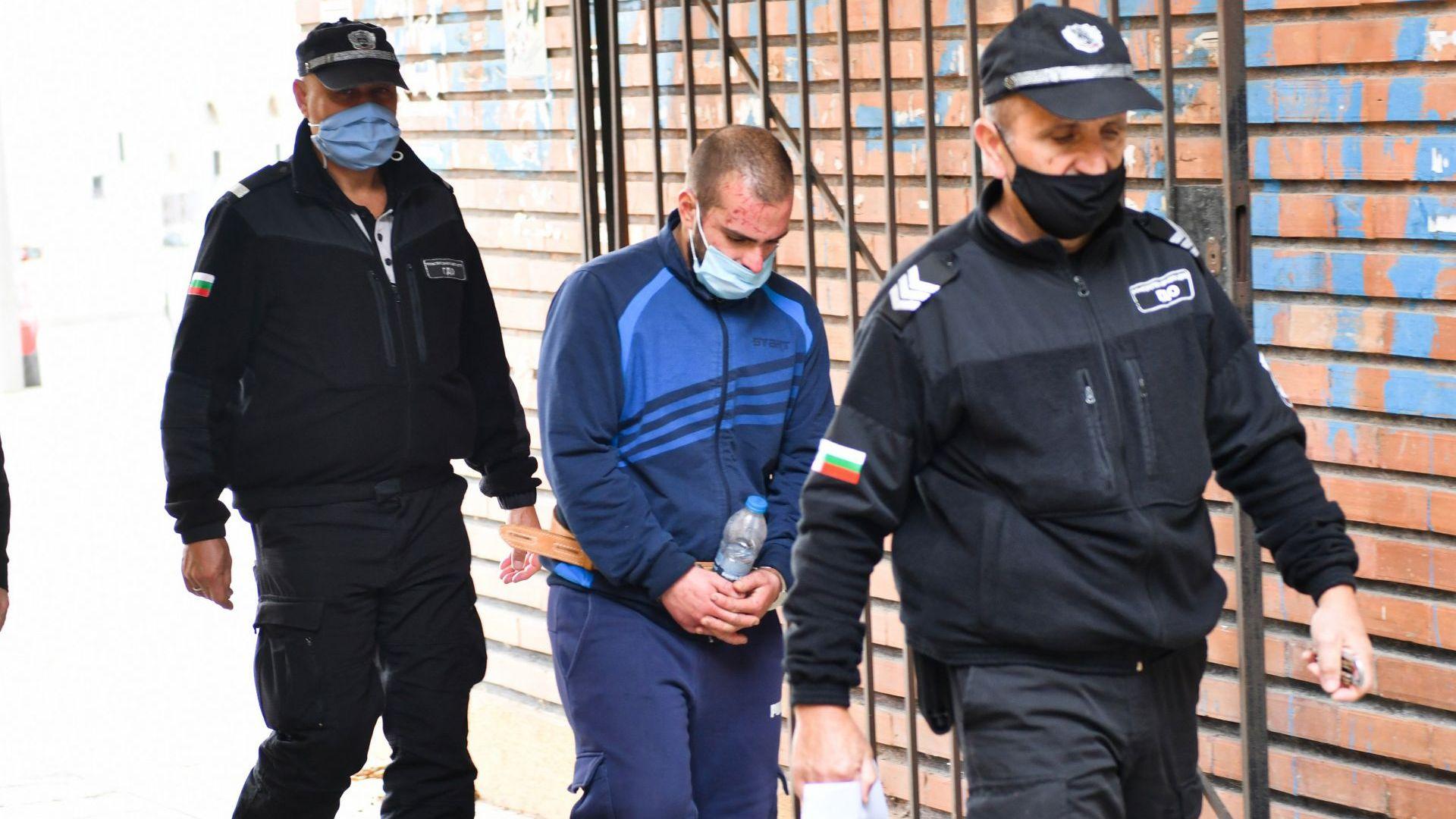 Оставиха в ареста 25-годишния Юлиан Иванов, убил баща си