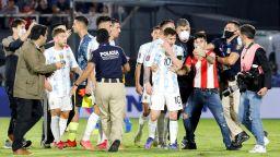 """Късен обрат за """"съвършената"""" Бразилия, парагвайски вратар и полиция спряха Меси"""