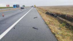 """Две жертви след жестока катастрофа с тирове и кола на магистрала """"Тракия"""""""