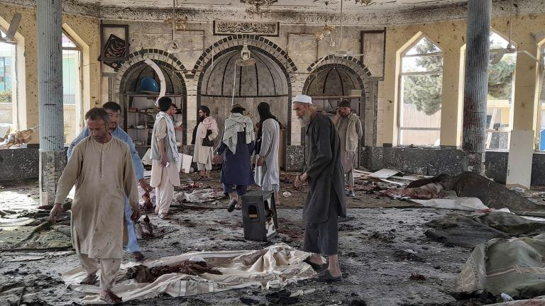 Избухна джамия в Афганистан, има множество загинали и ранени (снимки/видео)