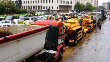 Пътните строители блокираха центъра на София (снимки)
