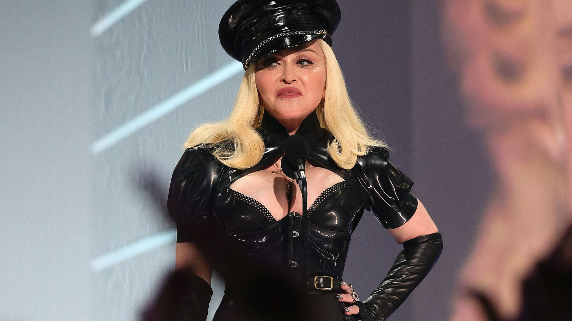 Мадона пее посред нощ из Харлем, пусна и документален филм