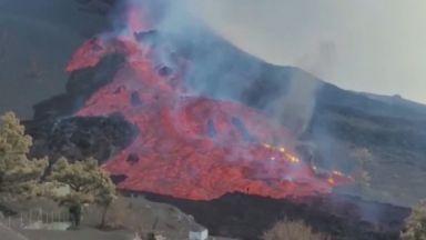 Река от лава заля и погълна циментов завод на испанския остров Ла Палма (снимки/видео)