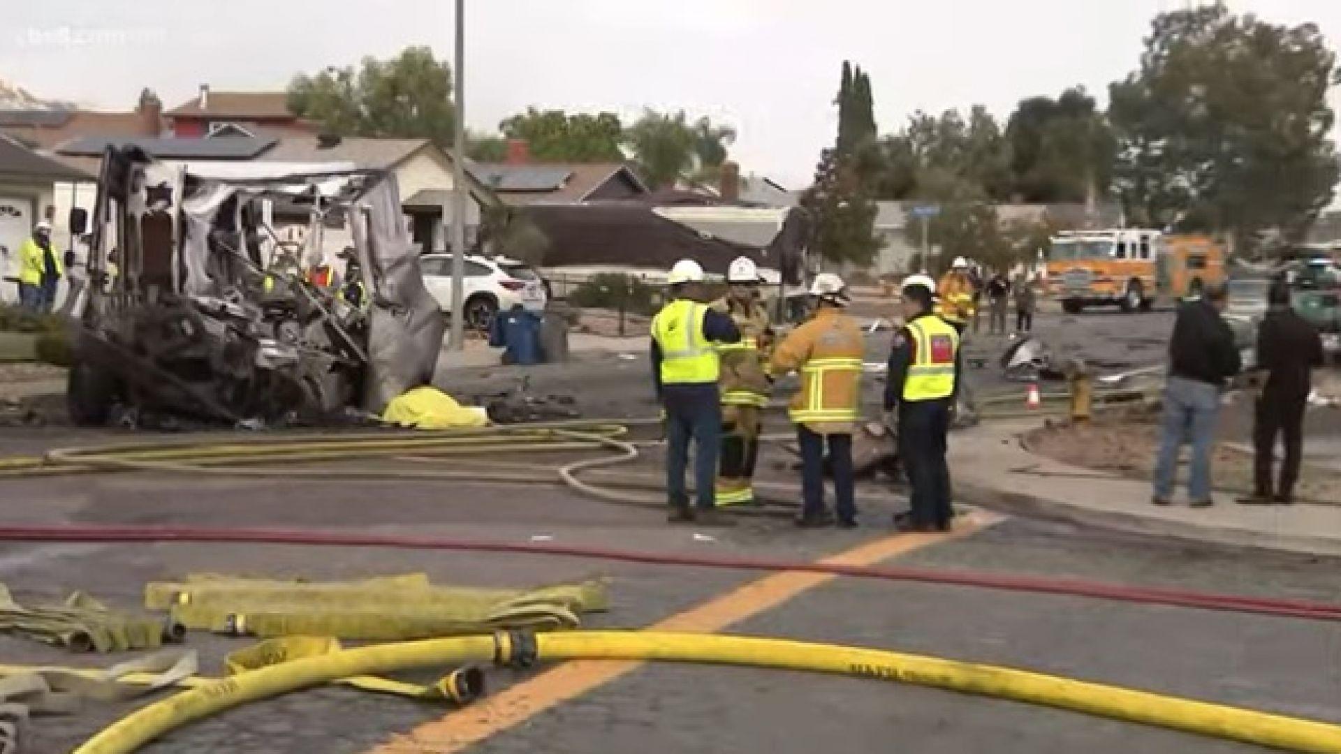 Самолет се разби в Сан Диего, има жертви и ранени, изгоряха къщи и коли (снимки/видео)