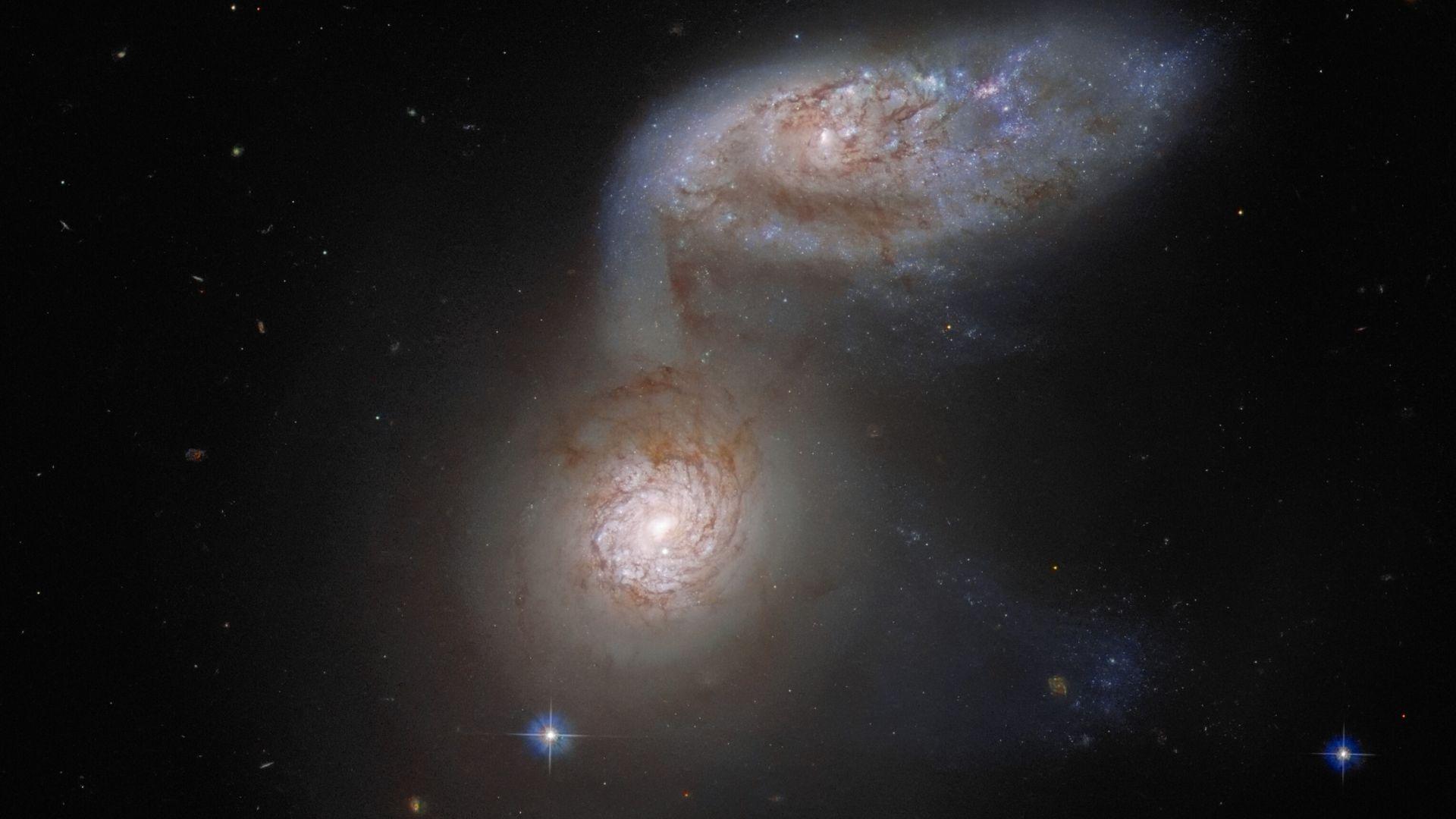 """""""Хъбъл"""" засне сблъскващи се галактики"""