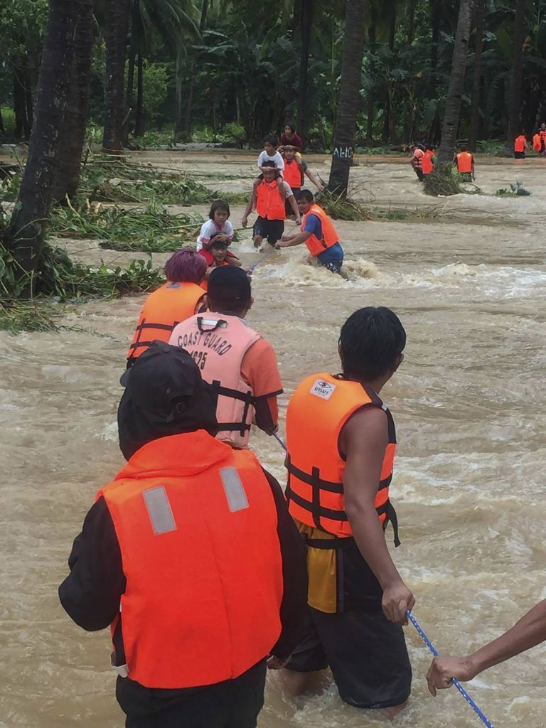 След тайфуна на Филипините