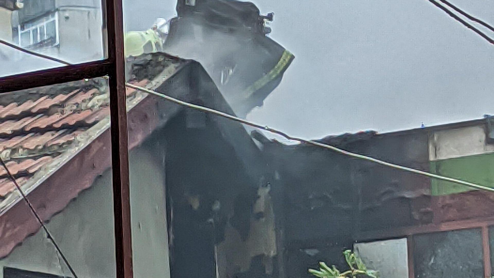 Голям пожар изпепели къща в центъра на Варна