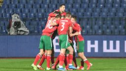 Обрат с два прекрасни гола на Неделев стопли поне малко футболна България