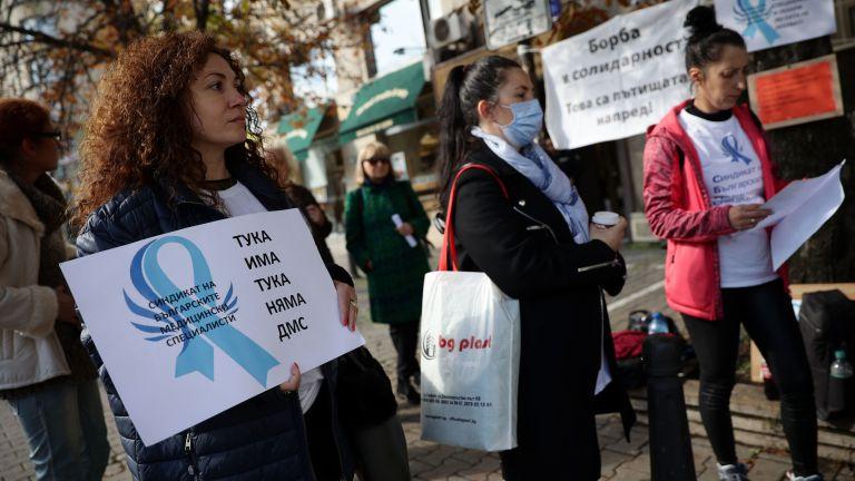Медицински сестри искат стартова заплата от 1300 лева (снимки)
