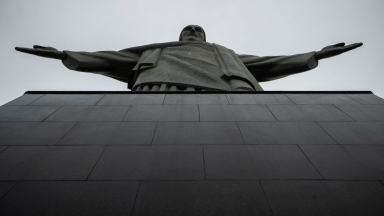 Изсякоха медал в чест на 90-та годишнина на статуята на Христос Спасител в Рио
