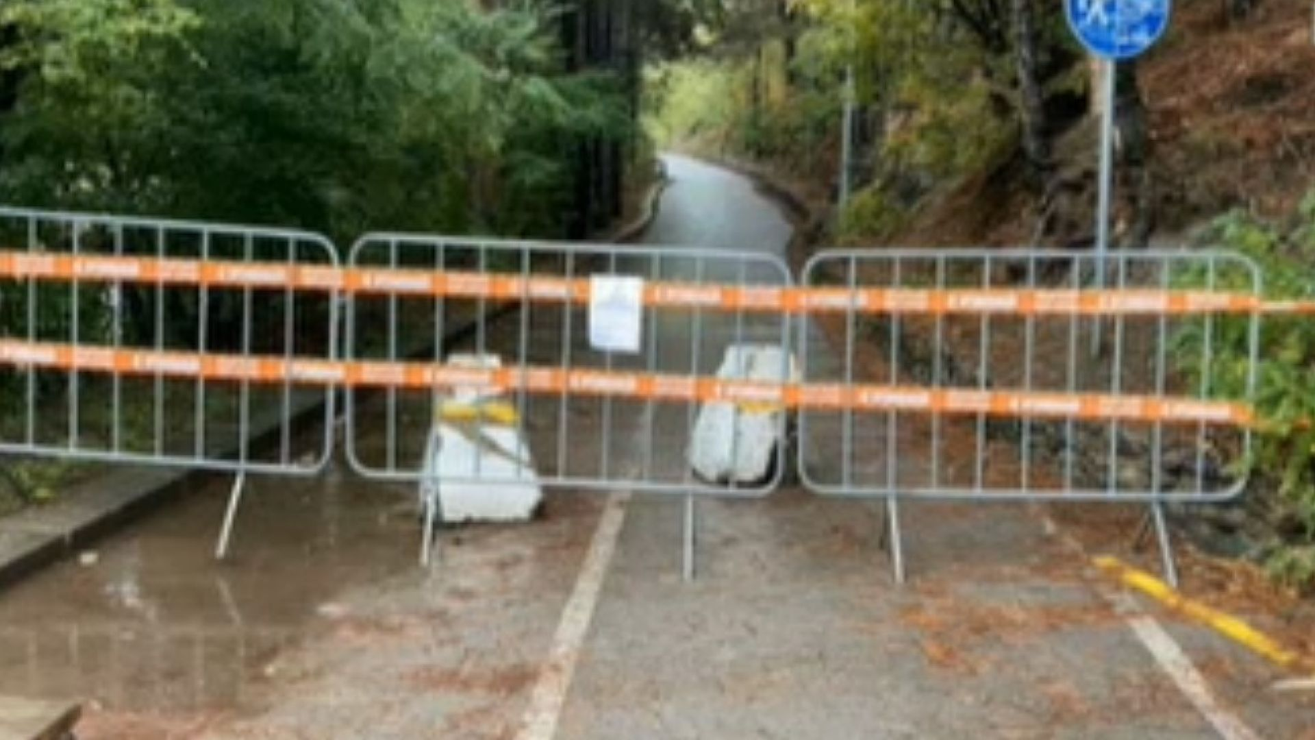 Срутище затвори пешеходна алея край Панчаревското езеро