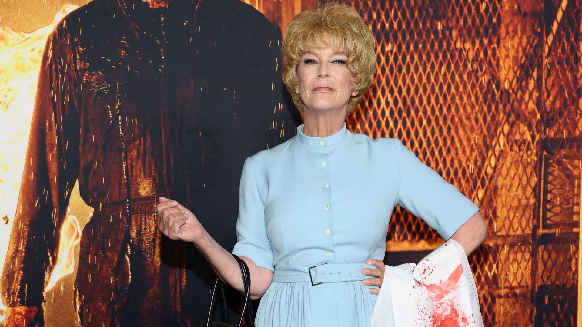 """Джейми Лий Къртис се появи на премиерата на """"Хелоуин"""" с тоалет, носен от майка ѝ в """"Психо"""""""