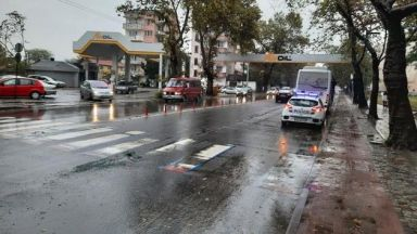 Катастрофа между автобус от градския транспорт и кола в Пловдив
