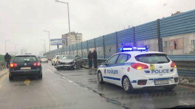 """Катастрофа затрудни трафика на бул. """"Брюксел"""" в посока летището (снимки)"""