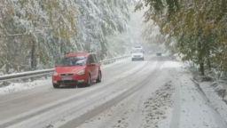 """Сняг има на хижа """"Алеко"""", спасители са свалили мъж от Черни връх"""