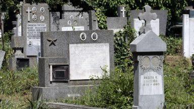 В останали без гробища села погребват починалите в дворовете