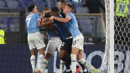 "Лацио наказа шампиона Интер в свирепо дерби на ""Олимпико"""