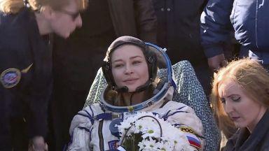 Завърналите се от МКС руски актриса и режисьор са преизпълнили плана за снимки на филма си
