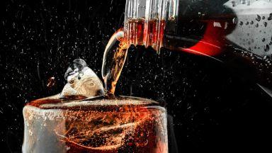 Кока-Кола ще прикрепя капачките за бутилките