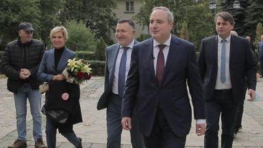 Проф. Герджиков и полк. Митева поднесоха цветя пред паметника на Васил Левски