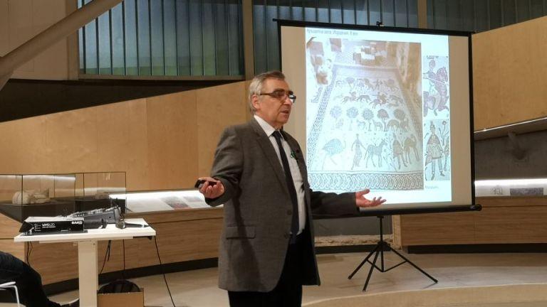 """Наш учен разкрива """"секретния език"""" на мозайките в книга с 430 изображения от 24 страни"""