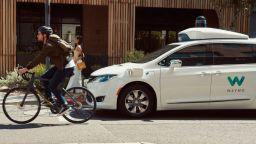 "Автономните коли ""забиват"" на обратен завой"