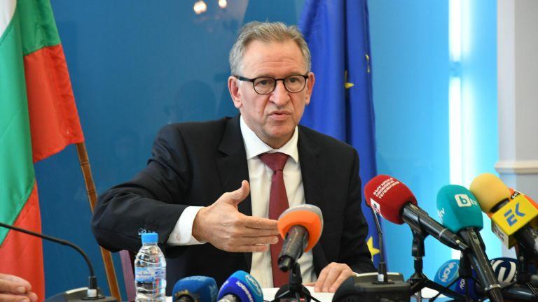 Стойчо Кацаров сезира прокуратурата за изказване на Борисов за ваксините