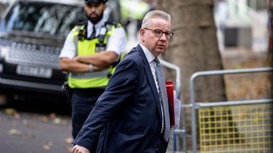 Противници на мерките в Лондон нападнаха министър (видео)