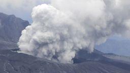 Вулканът Асо  в Япония започна  да изригва