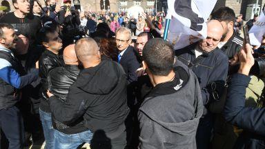 Има задържан за нападението срещу образователния министър