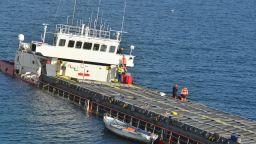 """Товарът на повърхността на заседналия кораб """"Вера Су"""" е втечнен"""