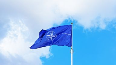 Военни министри от НАТО одобряват план за отбрана срещу атака от Русия