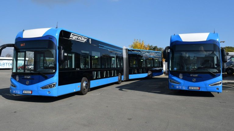 В Бургас представиха два от общо 56 нови електрически автобуси,
