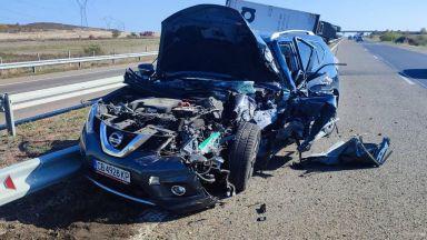 """Джип удари камион отзад и го обърна на АМ """"Тракия"""" (снимки)"""