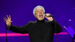 Том Джоунс записа нова версия на парче на Боб Дилън