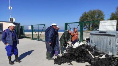 """Рибари """"уловиха"""" близо 700 кг боклуци в морето край Ченгене скеле"""