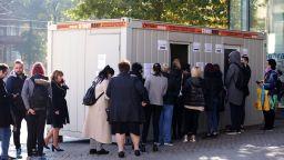 ВМРО призова Радев да накара кабинета си да приравни антителата към зеления сертификат