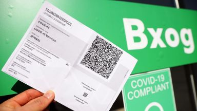 Лекар: Сертификатите не са добре измислени, и 1 млн. българи с антитела трябва да ги получат