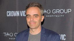 Простреляният от Алек Болдуин режисьор е изписан от болницата