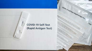 РЗИ-Русе раздаде безплатни антигенни теста на болници и лаборатории
