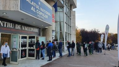 Румъния налага вечерен час, затваря нощни заведения, с маска и навън