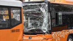 2 автобуса се блъснаха в София, има пострадали, сред които и две деца (снимки)