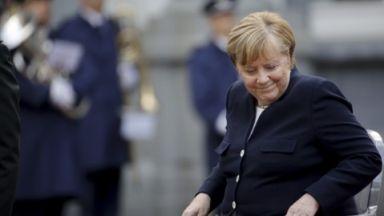 Машината за компромиси: Когато изглежда, че нищо няма да се получи, удря часът на Меркел