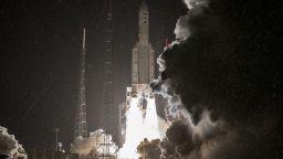 Франция изстреля военен сателит технологично бижу (видео)