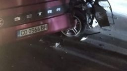 Челен удар между автобус и кола на пътя Мездра - Ботевград