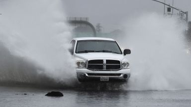 Силна буря предизвика наводнения и кални свлачища в Калифорния (снимки)