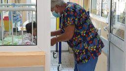 Да помогнем на малката Мария, за която болницата е дом, а медиците - родители